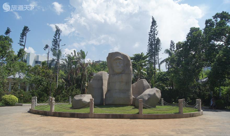 海口人民公园冯白驹将军雕像