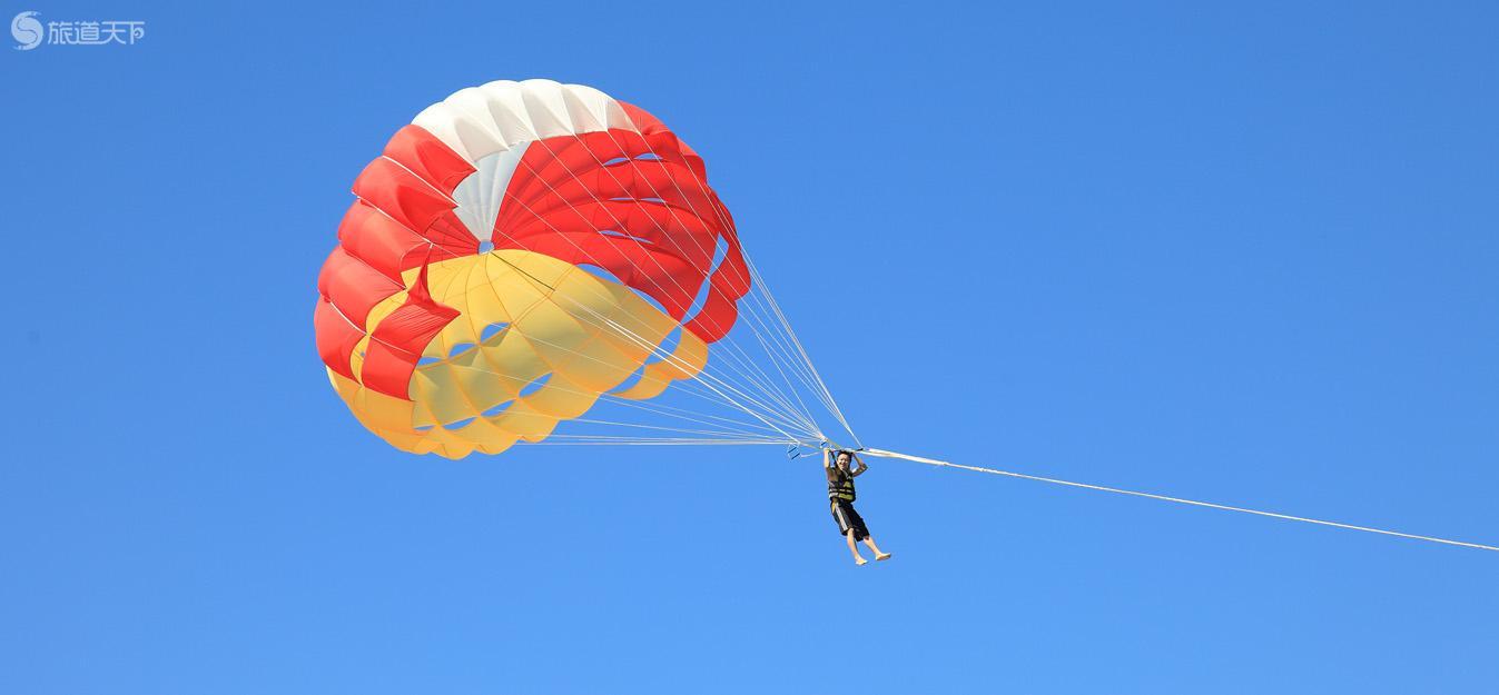 拖曳伞:融化在一片蔚蓝
