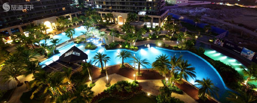 酒店泳池夜景